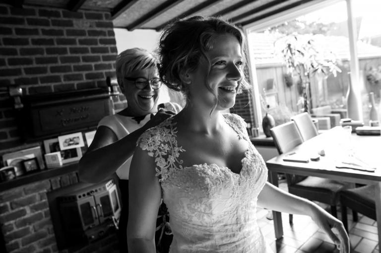 Trouwen, Simon en Renske, Nijmegen, Het fort, Trouwen in Nijmegen, trouwreportage, Bruidsfotograaf, Juliantien Schipper, Twente,