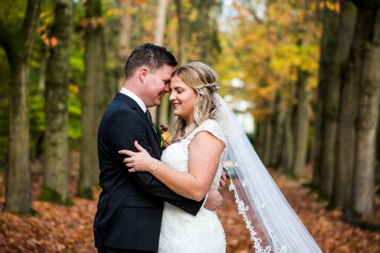 Trouwen, Bruidsfotograaf, trouwfotografie, verhalende foto's, Twente, Trouwen in Twente, Mariënberg, Hardenberg, Bruid, bruidegom, Beerze, fotoshoot, fotoreportage